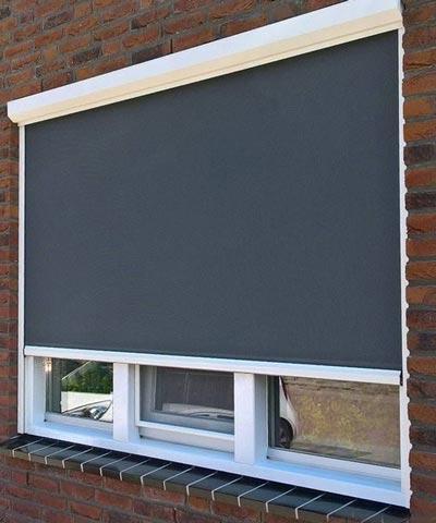Grijze screen met witte kast