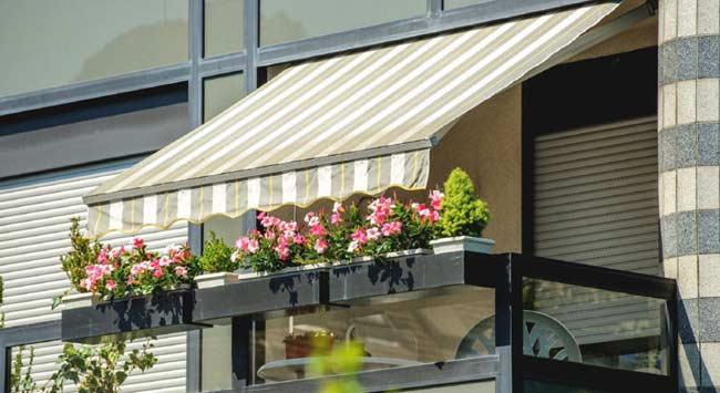Zonwering op het balkon voor een koeler huis